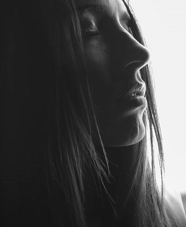 📷 @dirk_steenkamp / 👩🏼 @claudipieterse  #studioeleveneleven #11:11 #black&white #portrait #studiohire