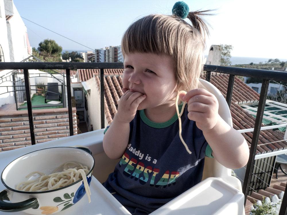 The youngest, however didn't care about the weather. At least while eating;)  Najmłodsi na szczęście, przynajmniej podczas jedzenia, nie zwarzali na pogodę ;)