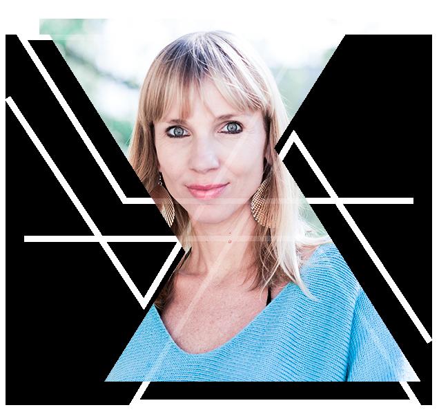 Carolin Kamenz - Mit mehr als 20 Jahren unterschiedlichster Berufserfahrung ausgestattet ist es Carolins Ziel, Menschen der beruflichen Selbstverwirklichung näher zu bringen. Die vielseitige Unternehmerin, Netzwerkerin, Dipl.-Kommunikationswirtin und Gründerin von u.a. HERZBLUT Business Coaching berät angehende Selbstständige auf dem Weg der Entscheidungsfindung. In ihrem Workshop definierst du deine Stärken neu und lernst, wie du dein eigenes Herzblut Business aufbauen und dich authentisch am Markt positionieren kannst. Ihre Vision ist, so viele Menschen wie möglich in die berufliche Erfüllung zu bringen und damit ein kreatives Potential ausschöpfen zu können, das die Evolution und den Fortbestand unseres wunderbaren Planeten positiv beeinflusst.