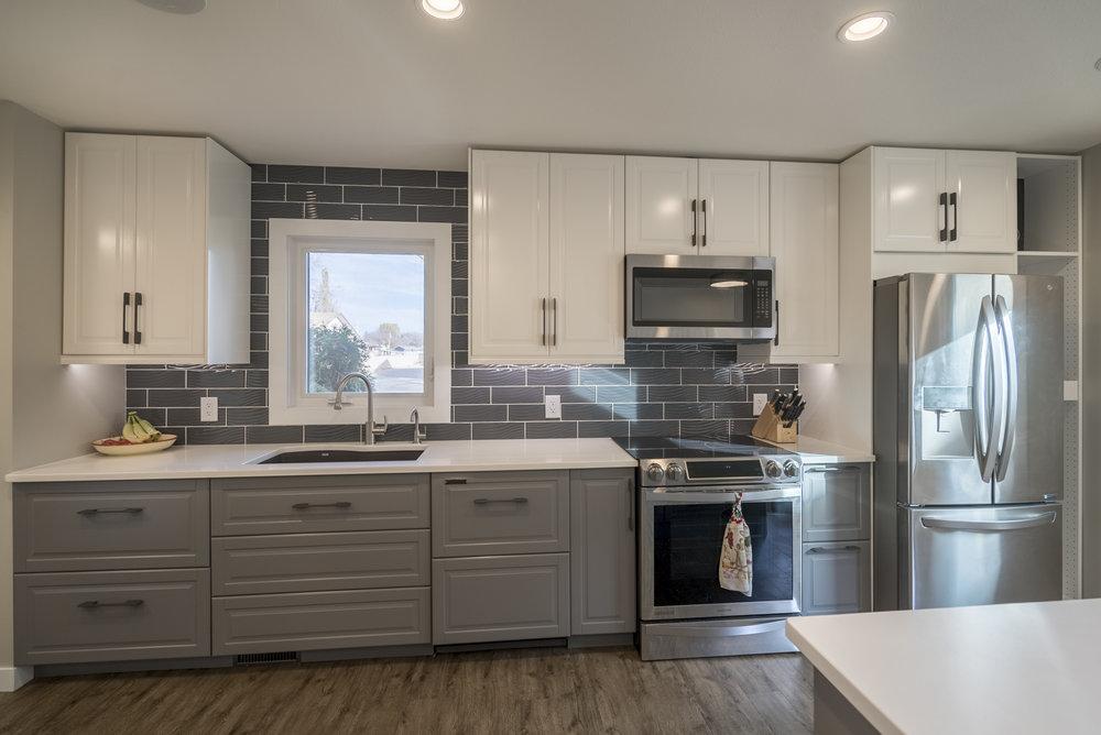 Birchwood-Kitchen-Reno-web-7-of-13.jpg