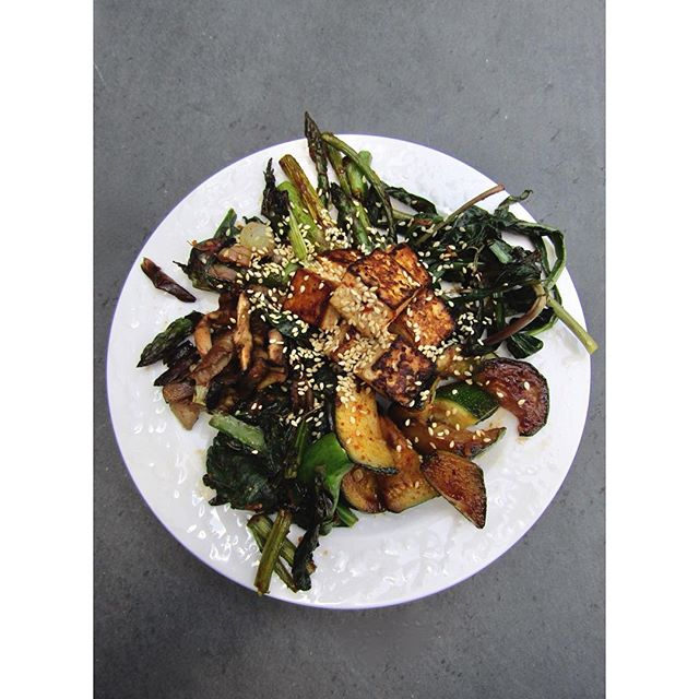 spring vegetable stir fry. clockwise from top: asparagus. ramp, charred. zucchini. chinese broccoli. mushroom. spring onion, charred. farmer's market veg, PA mushrooms by way of Whole Foods. tofu in center. sauce: tamari, sesame oil, garlic, ginger, miso, maple, gochugaru.
