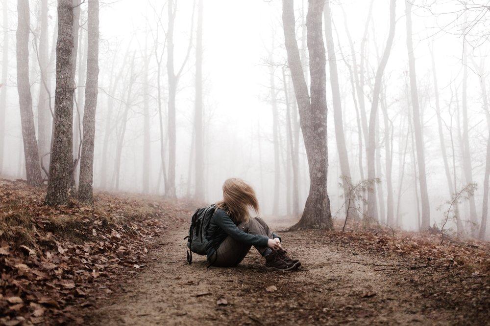 Sola en el bosque.jpg