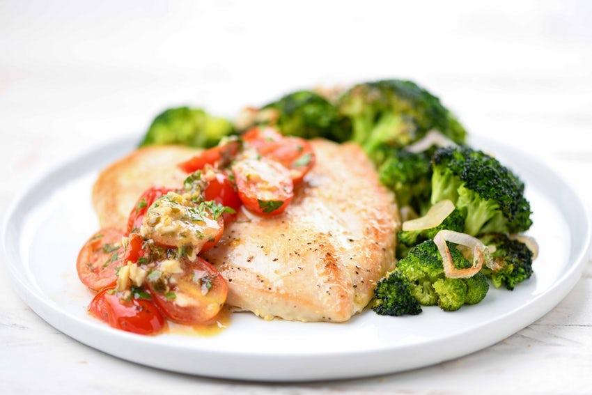 Chicken Paillard - With broccoli and lemony garlic-tomato sauce
