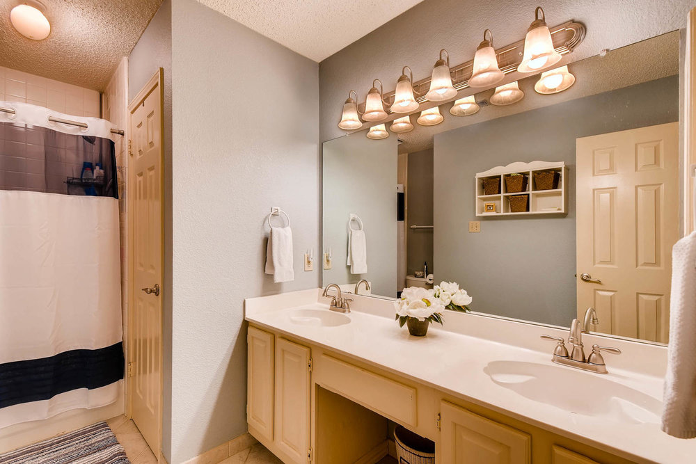 11313 Stormy Ridge Rd Austin-large-033-23-Bathroom-1500x1000-72dpi.jpg