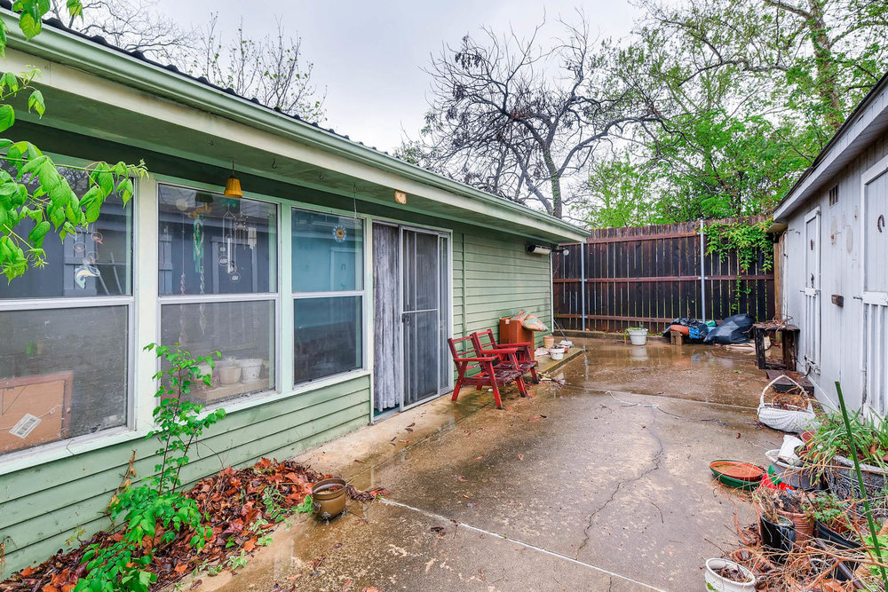 2000 Peach Tree St Austin TX-large-006-5-Patio-1500x1000-72dpi.jpg