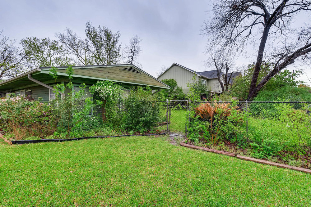 2000 Peach Tree St Austin TX-large-010-4-Exterior Side-1500x1000-72dpi.jpg