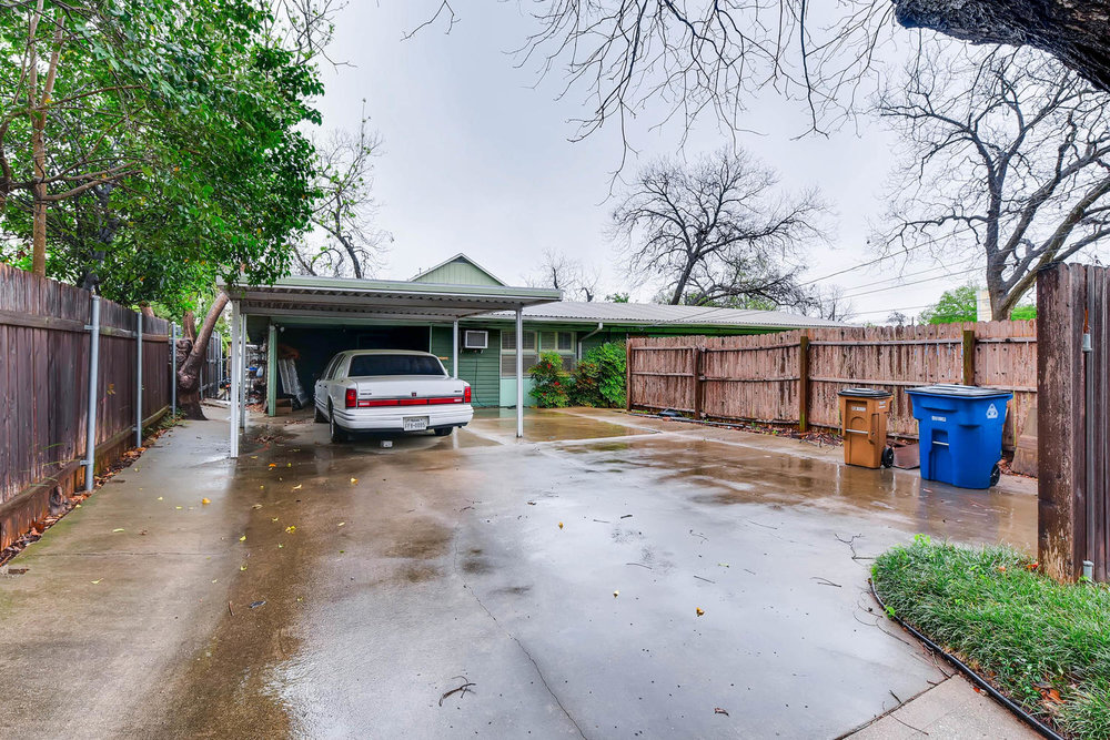 2000 Peach Tree St Austin TX-large-011-1-Parking-1500x1000-72dpi.jpg