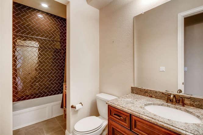 15713 De Fortuna Drive Bee-small-023-24-Jack and Jill Bathroom-666x444-72dpi.jpg
