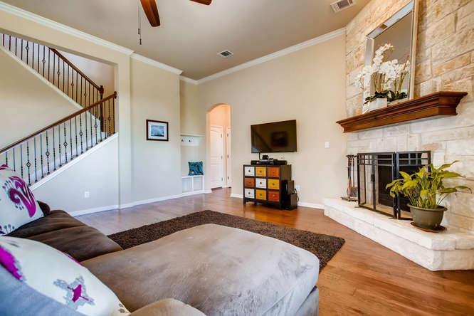 380 Torrington Drive-small-006-6-Living Room-666x444-72dpi.jpg