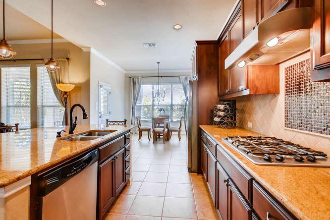 380 Torrington Drive-small-012-14-Kitchen-666x444-72dpi.jpg