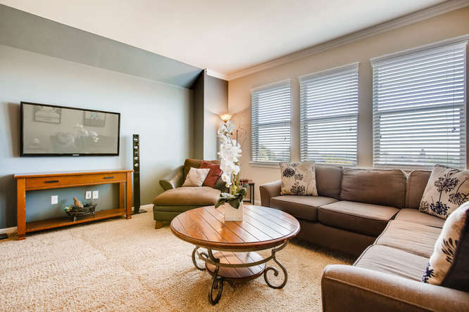 380 Torrington Drive-small-014-16-Family Room-666x444-72dpi.jpg