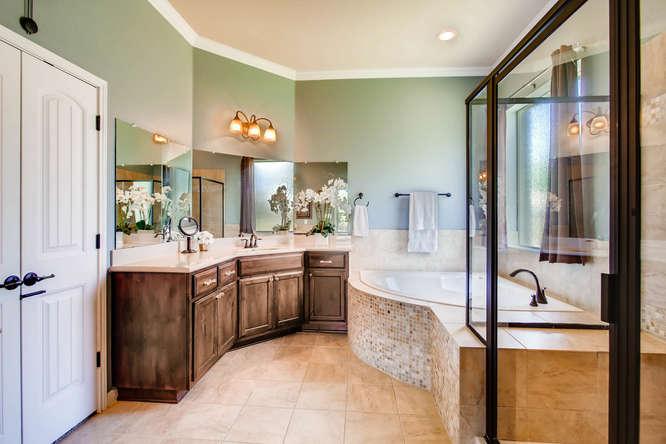 380 Torrington Drive-small-018-28-Master Bathroom-666x444-72dpi.jpg
