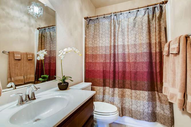 380 Torrington Drive-small-023-26-Bathroom-666x444-72dpi.jpg