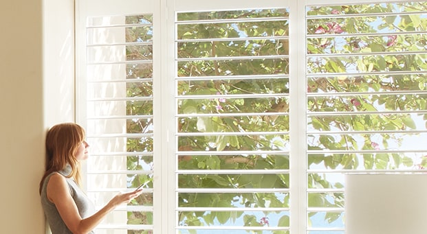 PALM BEACH™Our Palm Beach™ Polysatin™ shutters are plantation-style shutters constructed with UV resistant Polysatin compound, so they're guaranteed never to warp, crack, fade, chip, peel, or discolour, regardless of extreme heat or moisture. -
