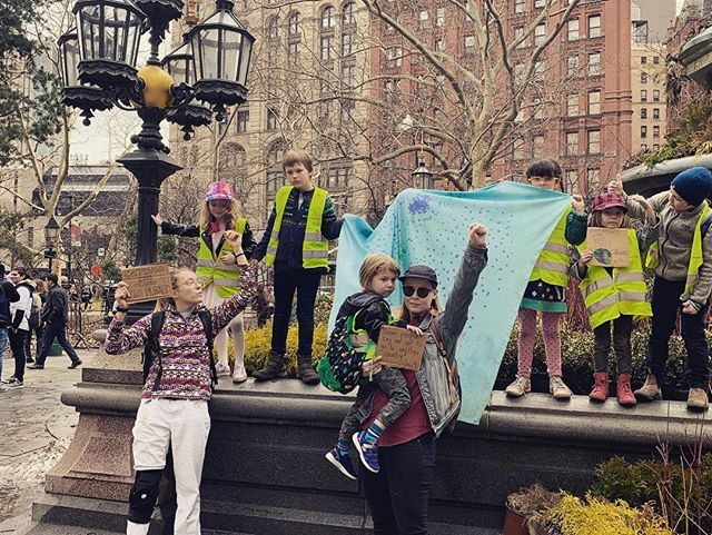 3/15/19 Cottonwood Kids march against climate change! 👊 #fridaysforfuture #fridaysforfuturenyc #cottonwoodkids #fridayfieldday