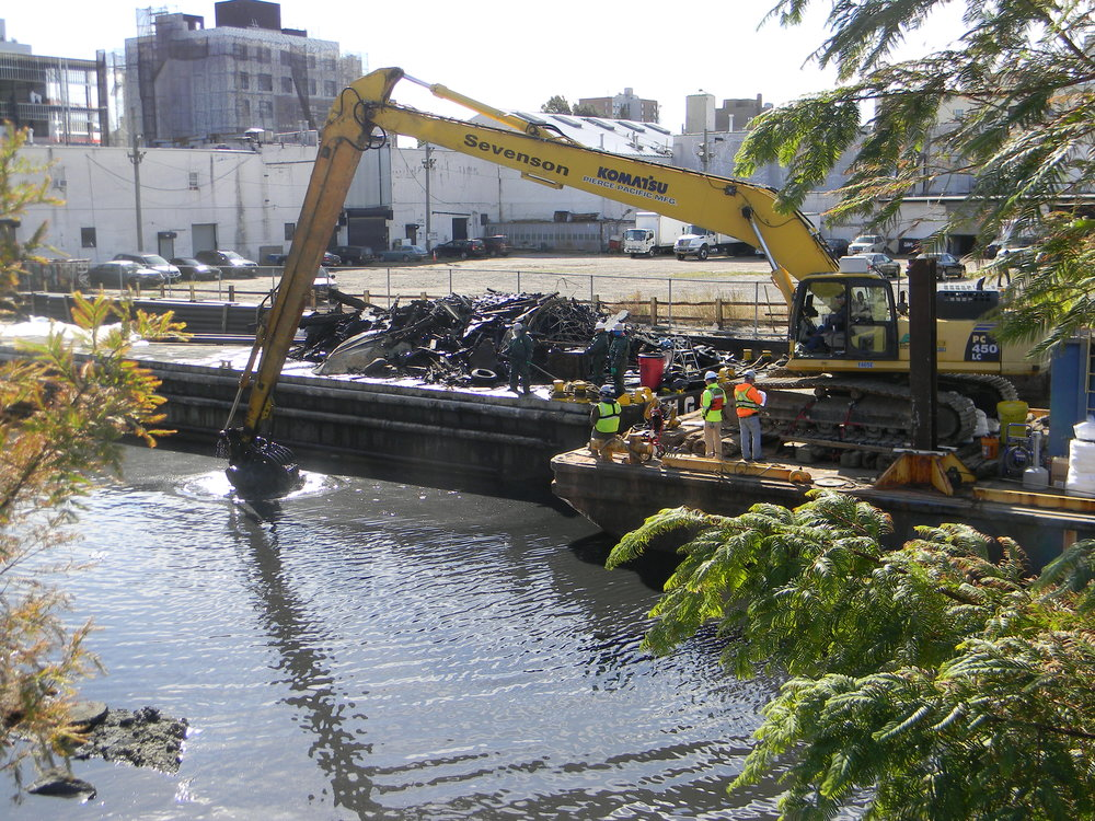 Barge loaded with debris dug from the Gowanus 4th St Basin 10-2016.