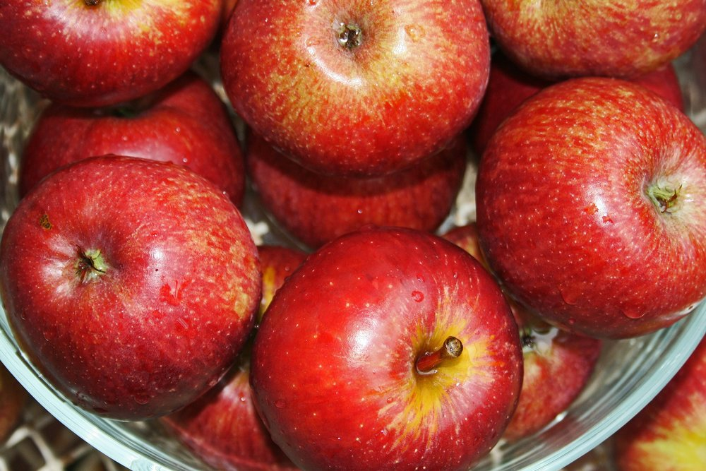 bowl-of-apples-2283904_1920.jpg