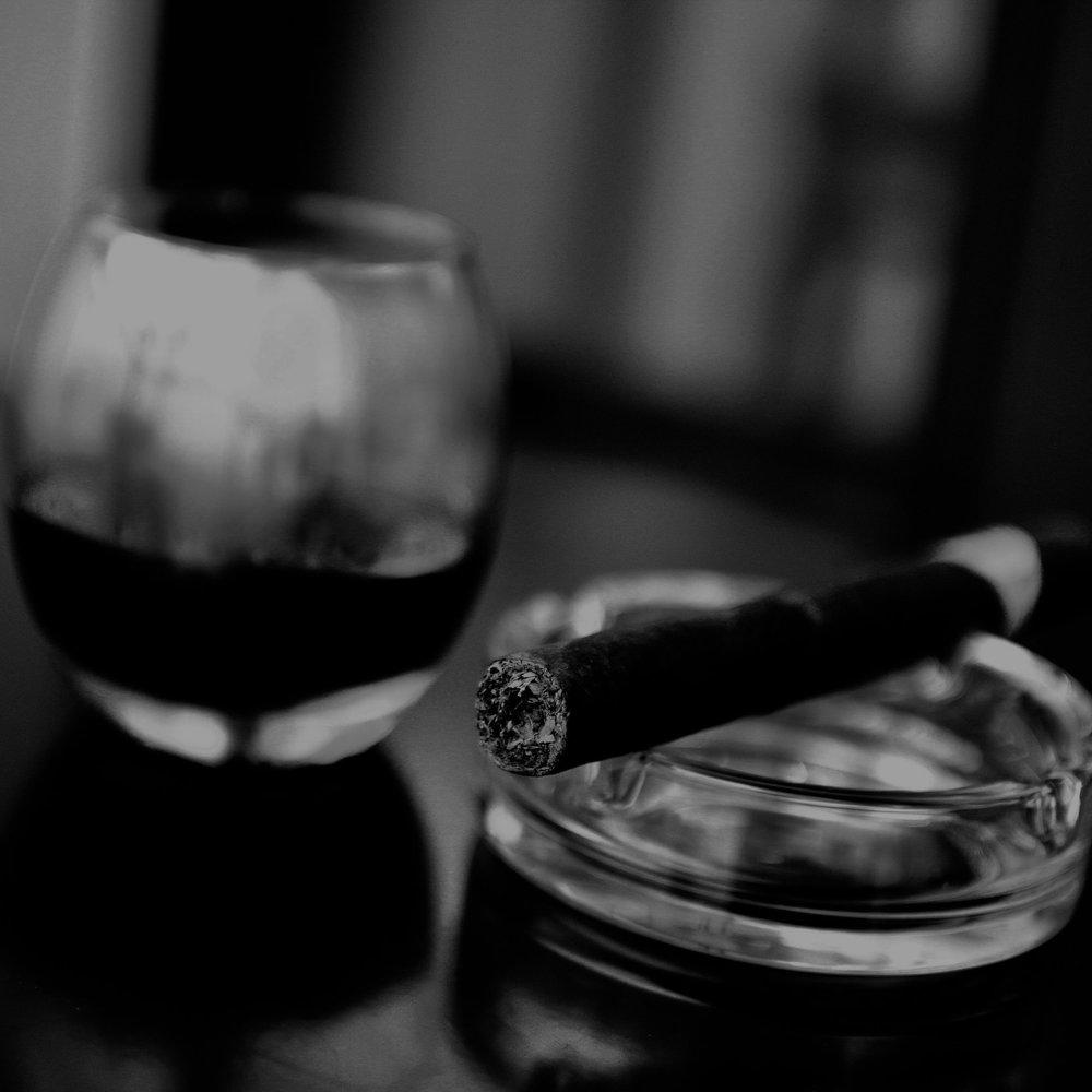 cigar-cigarette-smoker-7403.jpg