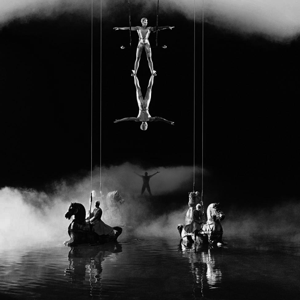 O-cirque-bw.jpg