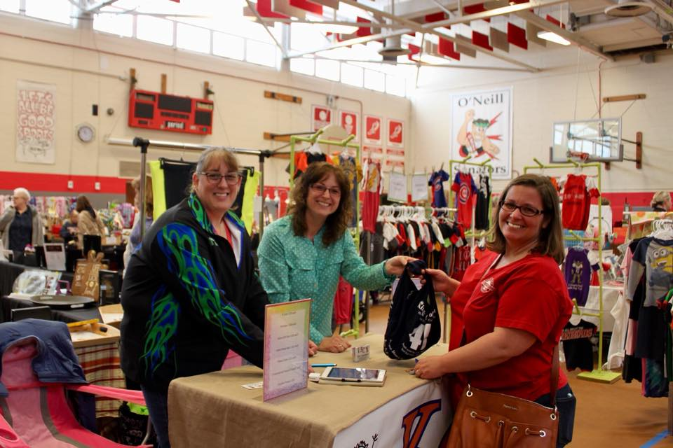 About Downers Grove Handmade Market - For over 25 years, the Downers Grove Junior Woman's Club has sponsored the Handmade Market featuring Chicago-area crafters and artisans. This year, over 80 crafters will showcase the newest trends in the handmade marketplace, from clothing and accessories to home decor, apothecary, and specialty items.