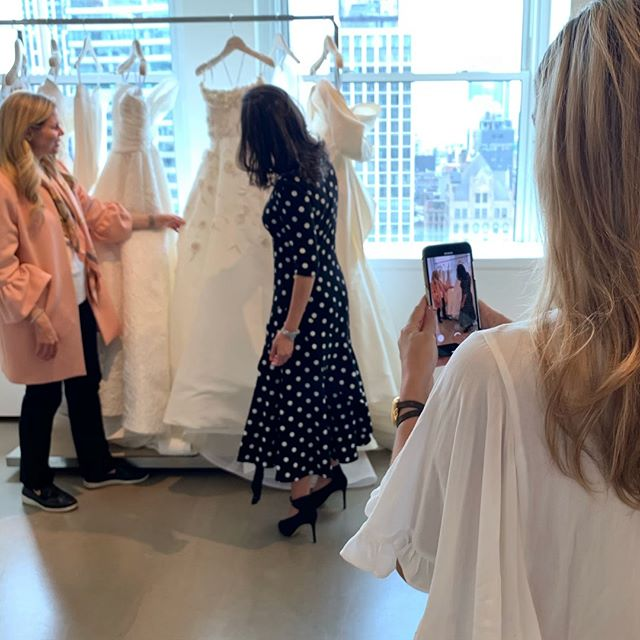 Behind the scenes of what my busy life at Bridal Market looks like. Heading back to the west coast today, feeling warm & fuzzy from a week full of my favorite friends in the wonderful world of weddings ❤️Can't wait to see my love, snuggle my Frankie and sit at my desk.  Bridal Market Recap coming soon! . . . #bridalmarketnyc #bridalmarket2019 #behindthescenes #newyork #lovemylife #oscardelarentabridal #bridalfashionweek #contentcreator #contentmarketing #weddingindustry #wedpro #eventpro #thateventlife