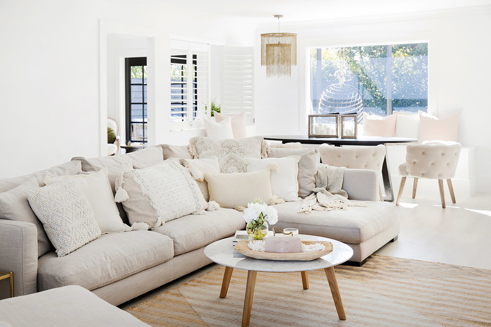 HOW TO STYLE YOUR LOUNGE ROOM FROM TOP TO TOE WITH FREEDOM — THREE ...