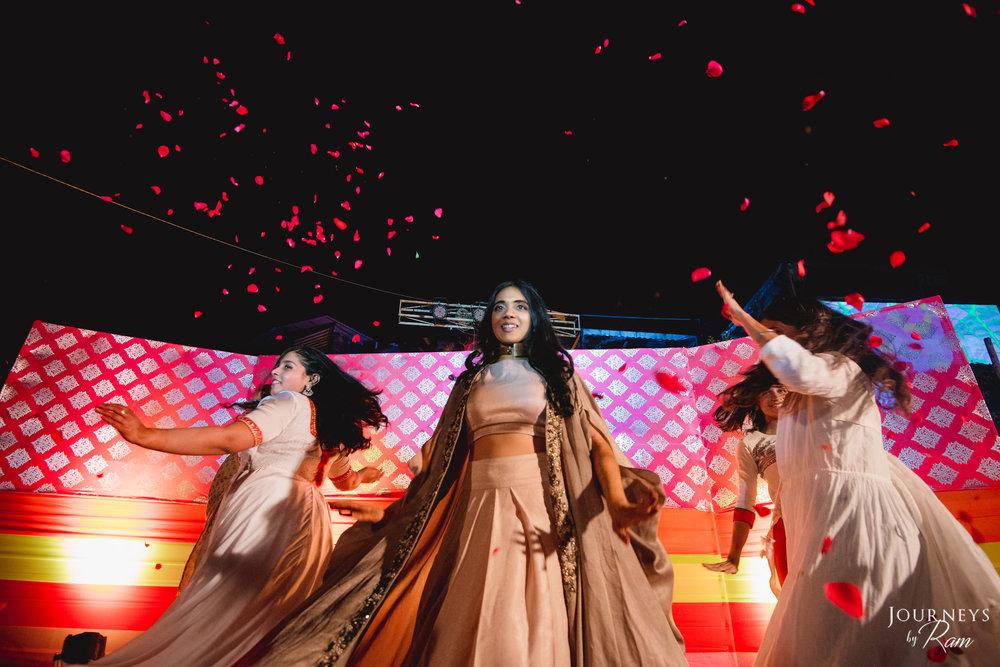 bridesmaids-sangeet-performance