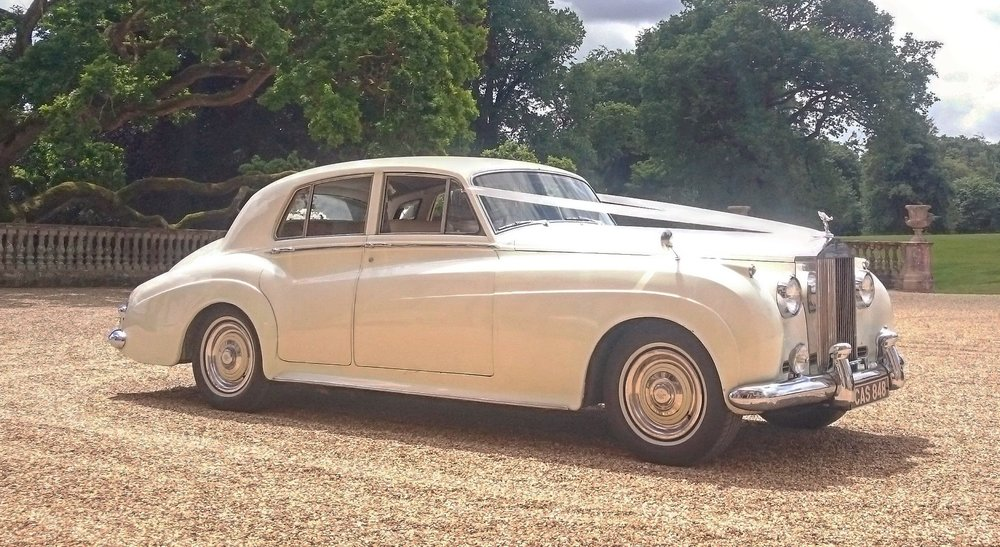 Classic-Car-Hire-Rolls-Royce-Silver-Cloud-1961-Hampton-Court (2).jpg