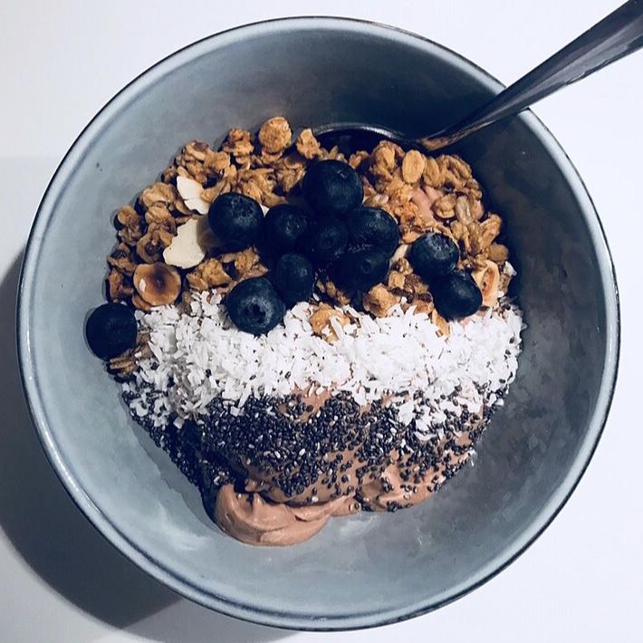 urban-essentials-oslo-smoothie-bowl.jpg