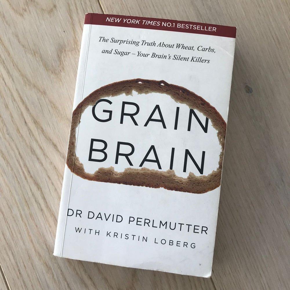 Dr. David Perlmutter igjen -en av mine favoritt forfattere! Denne boken er dessverre ikke oversatt til norsk, men den er fantastisk og lærerik . Boken handler om tarmhelse, gluten og hvordan dette påvirker helsen vår, både mentalt og fysisk.