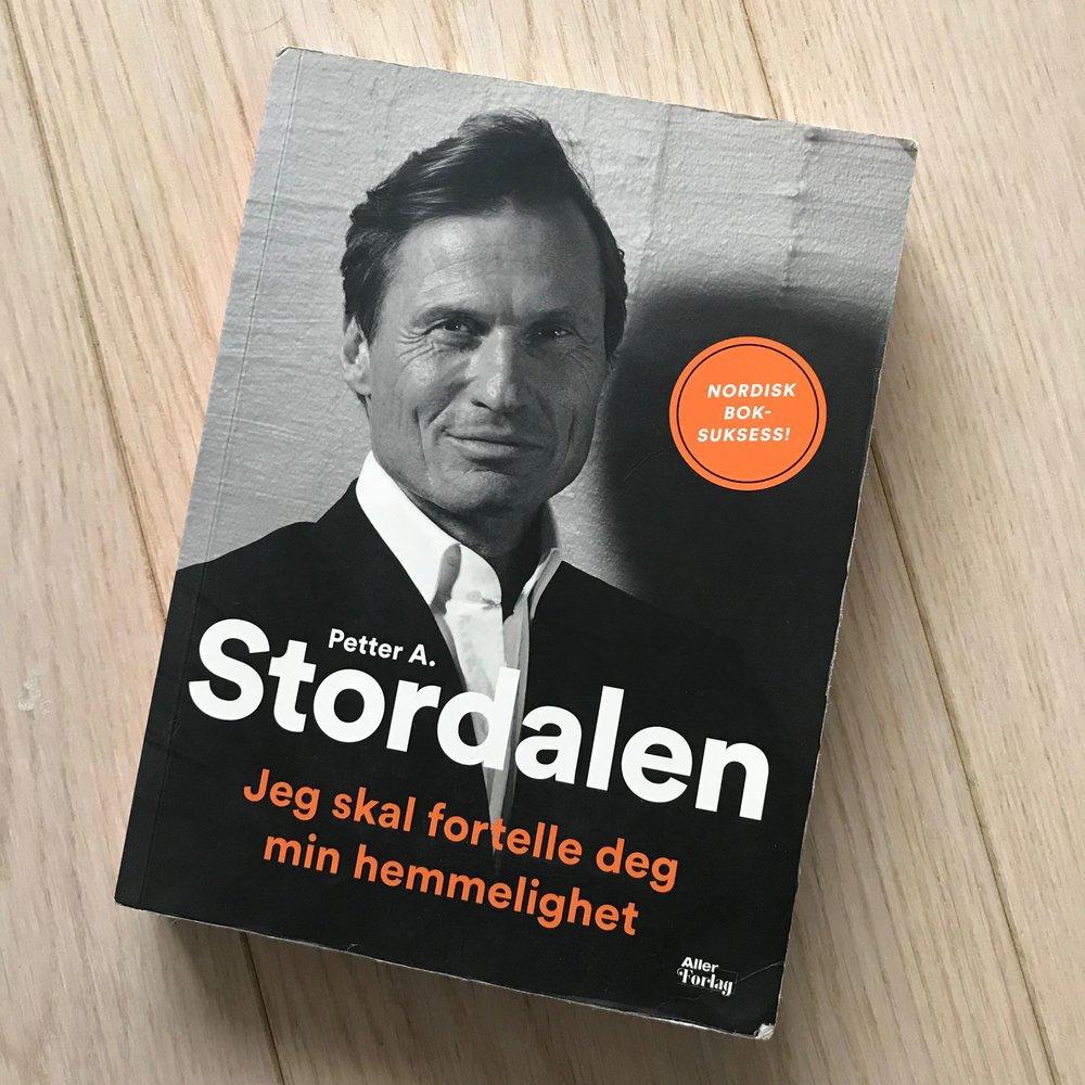 Si hva du vil om Stordalen, men denne mannen er imponerende, inspirerende og dyktig. Han er ydmyk, inkluderende, tenker på samfunnet og miljøet - samtidig som han er en av Norges rikeste. En sjelden kombo, dessverre..