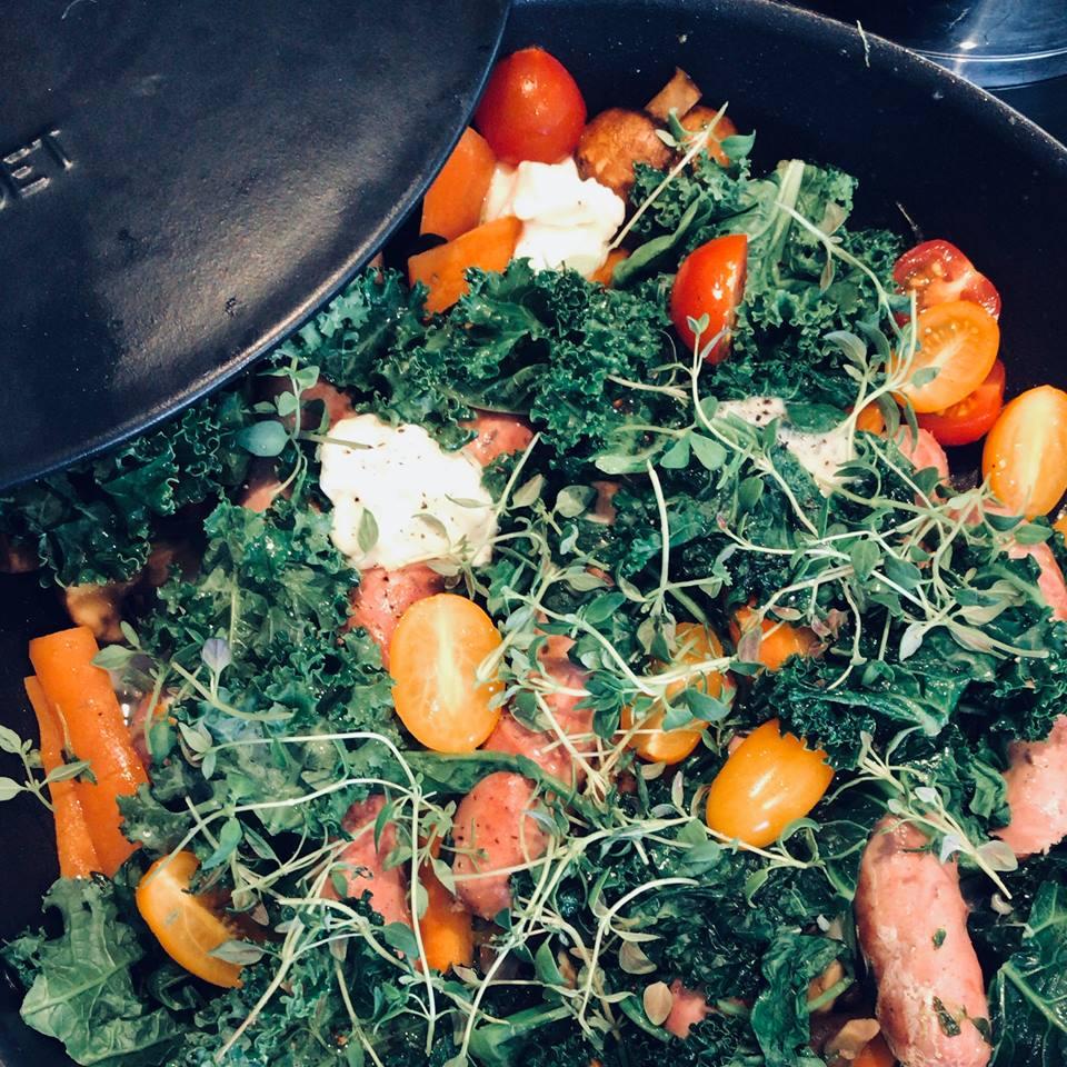 Urban-essentials-oslo-sunn-salat-mettende-pølser