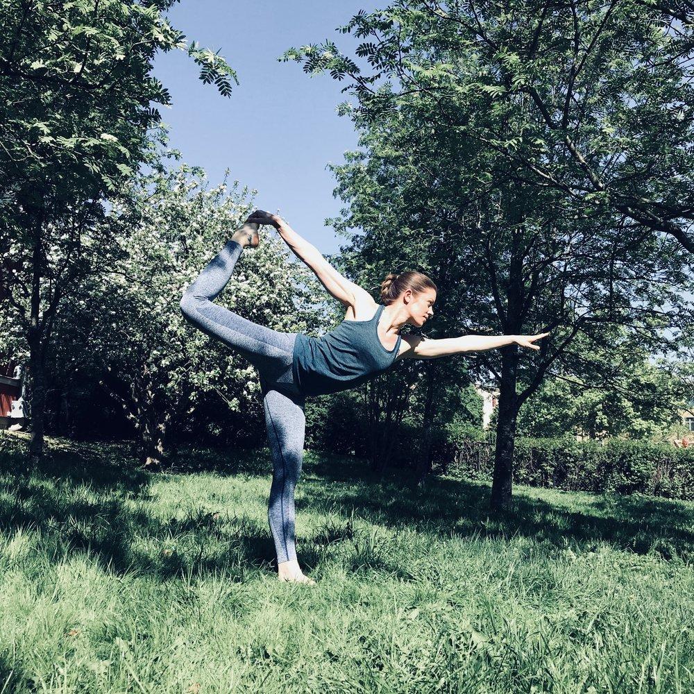 urban-essentials-oslo-Natarajasana-yoga-danseren