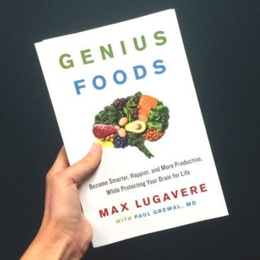 Denne boken hører jeg på lydbok. Forfatterens mor fikk Alzheimers og det ble starten på en reise inn i legemidler, kosthold og livsstil. Han har mye fokus på kroniske betennelser og mat som støtter oss mentalt og booster hjernekapasiteten.