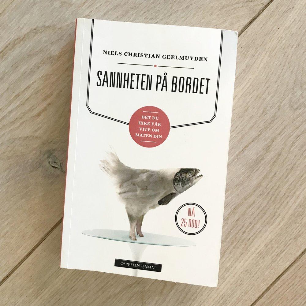 Denne boken må du lese! For helsen, miljøet og dyrenes skyld. Her får du vite baksiden av jordbruket, oppdrettsfiske, GMO, sprøytemilder, dyrehold på norske gårder og mye mer. Denne boken gjør den til en mer bevisst forbruker og det bør vi alle være!