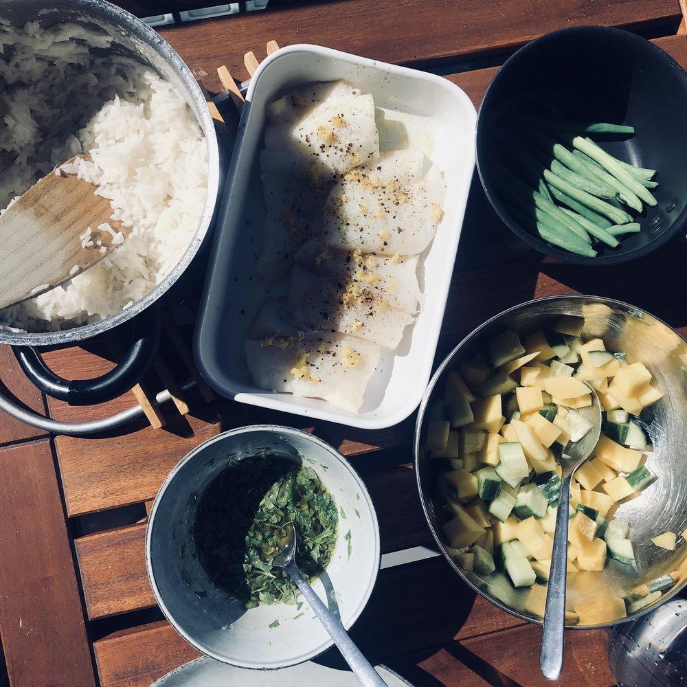 urban-essentials-oslo-kokosris-mangosalat-fisk