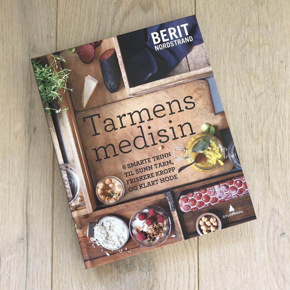 Berit Nordstrand sin bok om tarmhelse. Her får du en god og enkel innføring i tarmhelse, fettsyrer, bakterier og mye mer, samt hvordan tarmhelsen påvirker hjernen vår. Boken er også full av relevante oppskrifter.