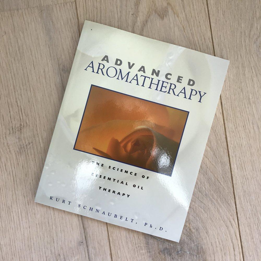 En bok om eteriske oljers kjemi, biosynstese og helende effekter - deres anti-inflammatoriske, antihistaminske, antibakterielle og antivirale effekter. Hvordan bruke dem på en mest trygg og effektiv måte.