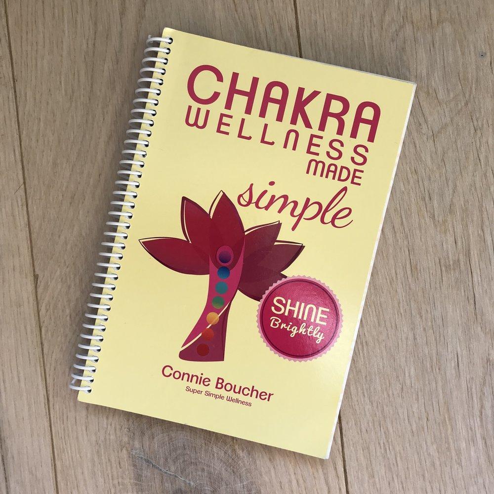 Interessert i å balansere chakraene dine og jobbe med deg selv? Her får du vite mer om de syv ulike chakraene vi har i kroppen og hvilke eteriske oljer man kan bruke for å jobbe med dem. Inkluderer også yogastillinger og krystaller.
