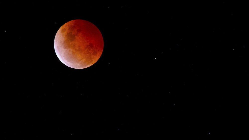 fummåne-måneformørkelse-januar-2019-løven