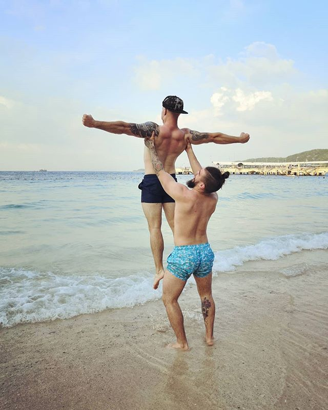 One is my brother and one is my boyfriend and they have this crazy, beautiful bromance going on! 😄😌🤨 - Jenna ▪️ ▪️ ▪️ ▪️ ▪️ ▪️ ▪️ #paradise🌴 #friendshipgoals #bromancegoals #bromance #finnishboy #thailandtravel #thailand🇹🇭 #kohlarn #kohlarnisland #backpackingmadness #backpackingasia #travelasia2018 #backpackers #backpackingtrip #nextdestination #beachlife🌴 #islandlife #tb #simbaaa