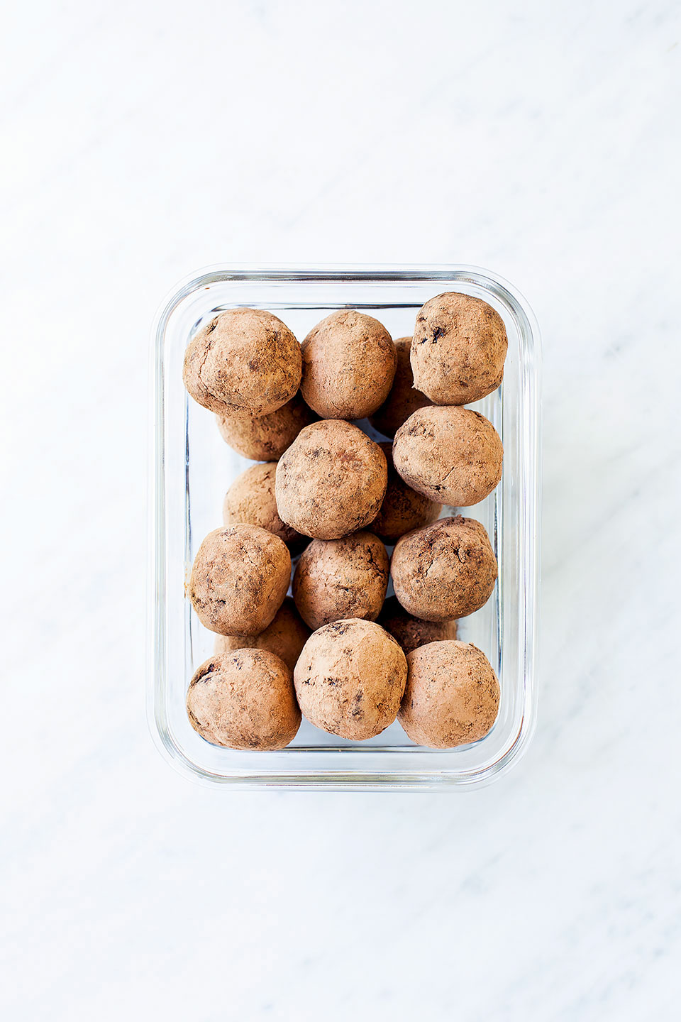 Hormone Balancing Chocolate Collagen Energy Bites   A healthy snack for seed cycling to naturally balance your hormones. Gluten-free, paleo, and naturally sweetened.   Loveleaf Co.