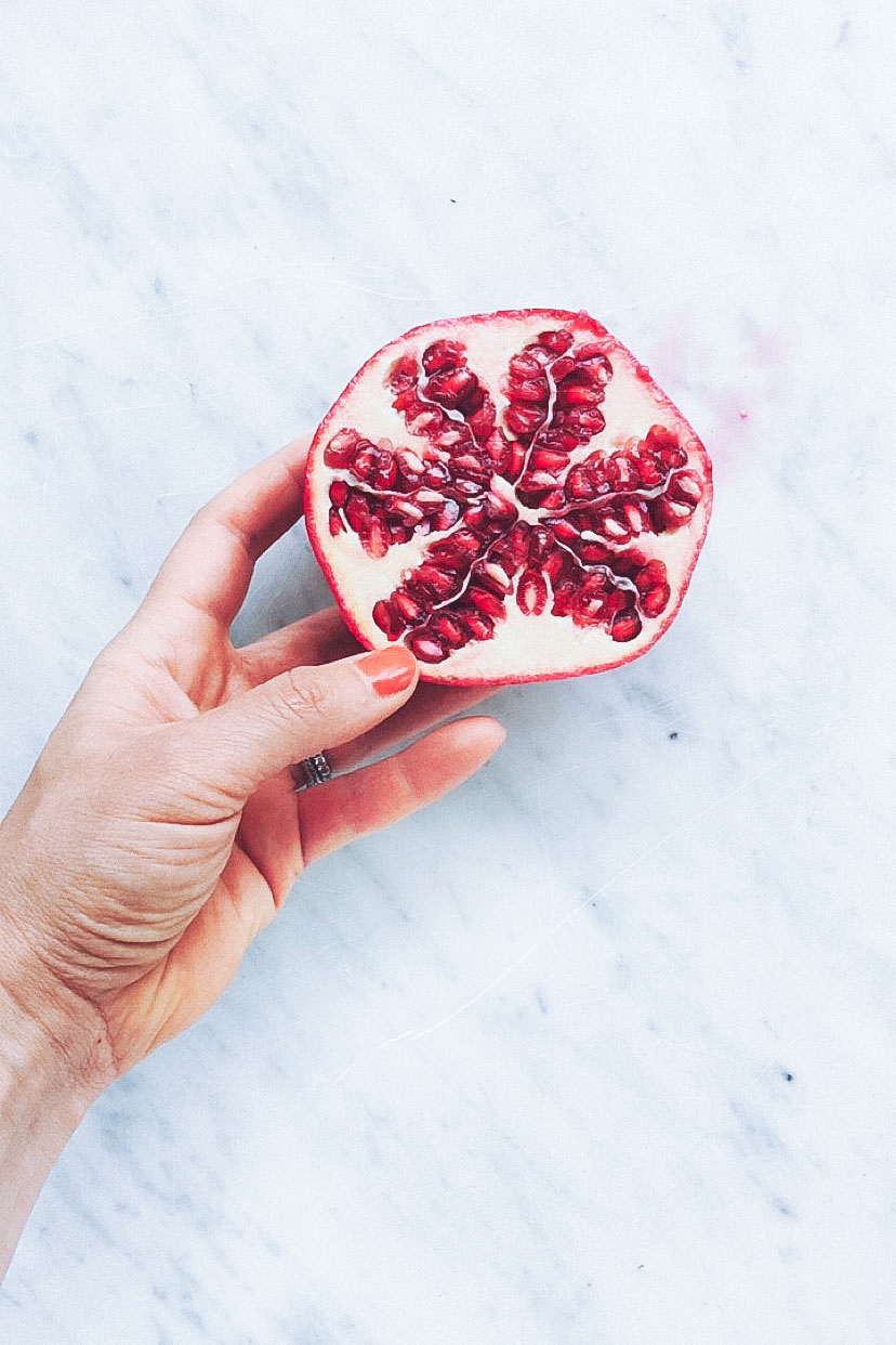 POMEGRANATE KOMBUCHA COCKTAILS | The easiest, healthy-ish drink recipe. Full of antioxidants and probiotics and takes just one minute to make. | Loveleaf Co. #healthydrink #cocktail #recipe