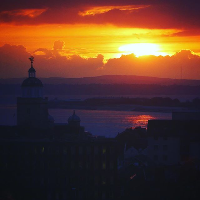 It was too nice not to take a photo last week in the office of the incredible sunset! - - #OfficeViews #sunset #portsmouth #gosport #solent #sun