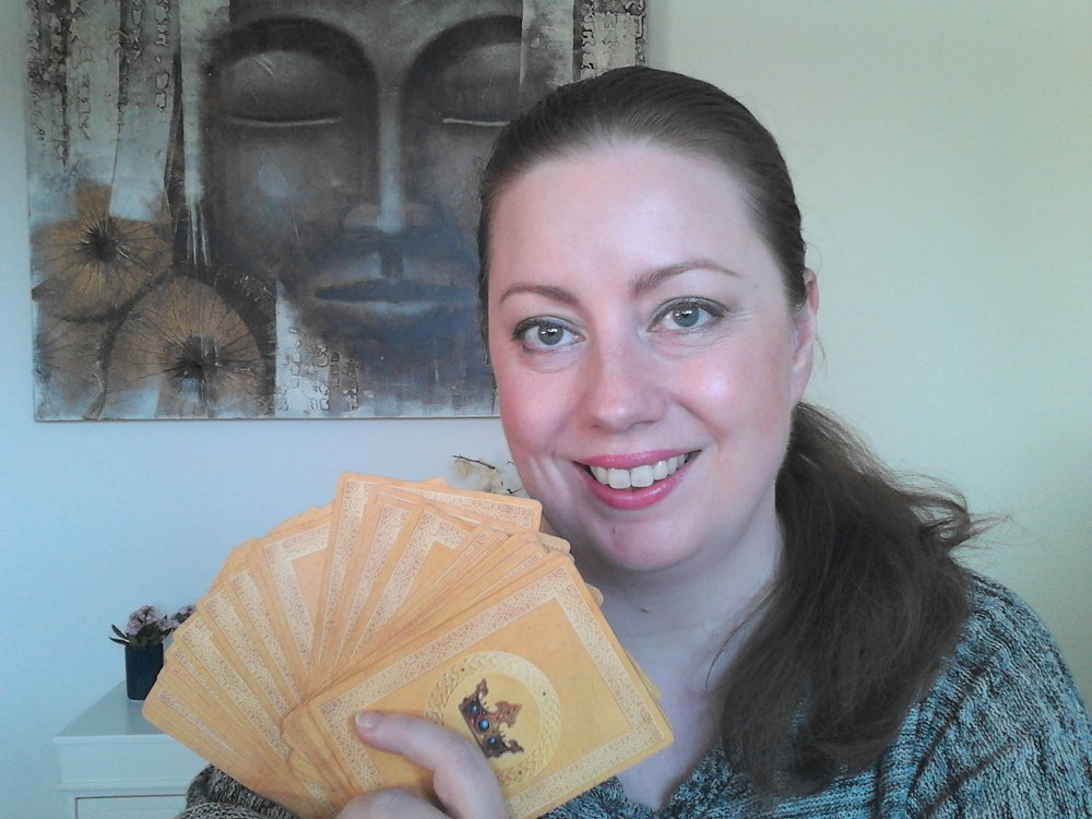 Anja Carolina underviser dig i orakelkortenes magiske verden