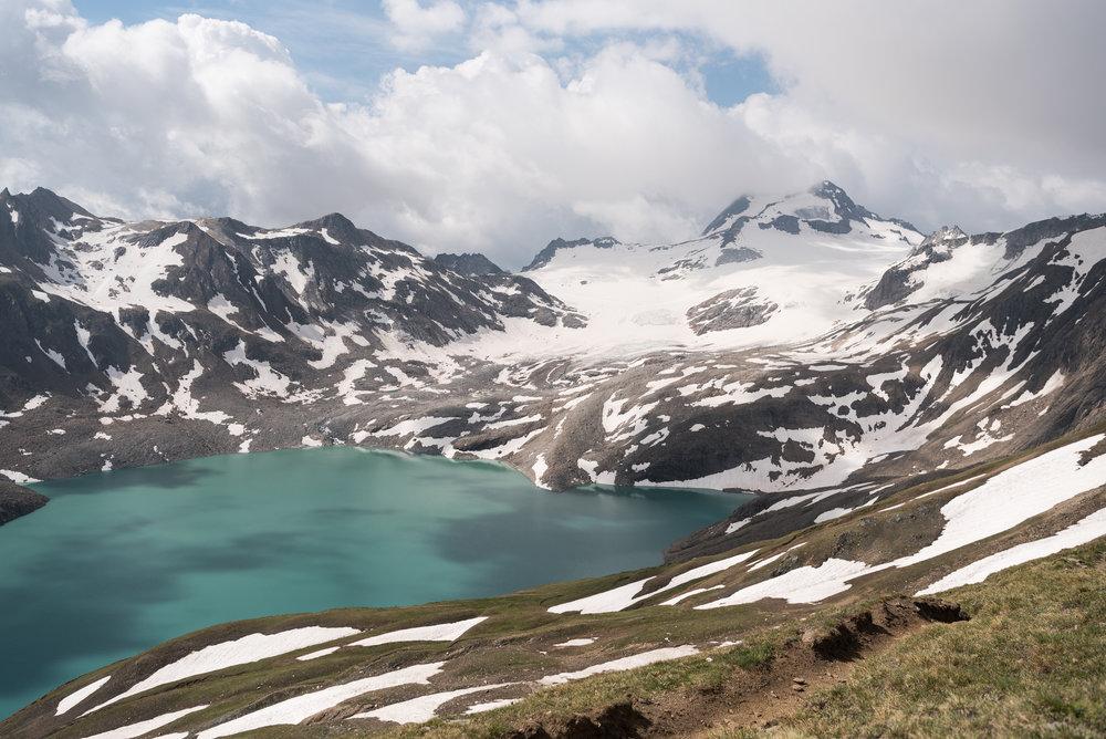 Magnifici scenari tra cascate , ghiacciai e natura selvaggia nella valle Formazza