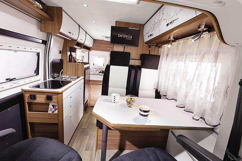Swan-599-E30-Jedilnica-2.jpg