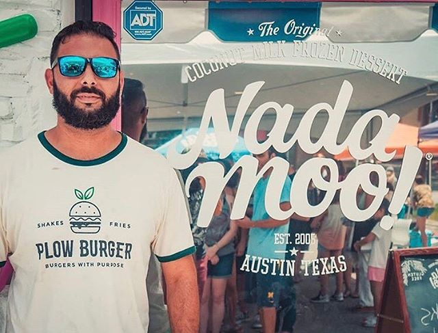 Our founder, @plantbasedhacker , at the recent @nadamoo grand opening 🍦🍦 We're always so impressed by the many vegan businesses here in Austin— especially NadaMoo, who is absolutely killin the game right now 🥥💓 . . What's your favorite vegan friendly business in Texas? Tag them below so we can check them out! Is it cheating to say @plow_burger is our favorite? 😂🍔❤️ . . . . . #nadamoo #atx #austintx #shoplocal #eatlocal #atxvegan #texasvegan #austineats #vegansofig #plantbased #icecream #dallaseats #houston #dfweats #keepaustinweird #plantpowered #whatveganseat #vegetarian #veganfood #plowburger #supportsmallbusiness
