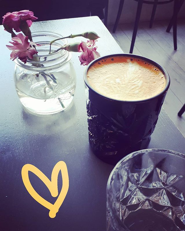 My moment in the middle of a hectic day 🌸 #mymoment #tumericlatte #soulfood #inspiration #relax #bliss