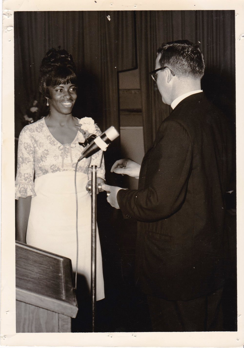 '66 Linda Walker and Father Timothy Gibbons